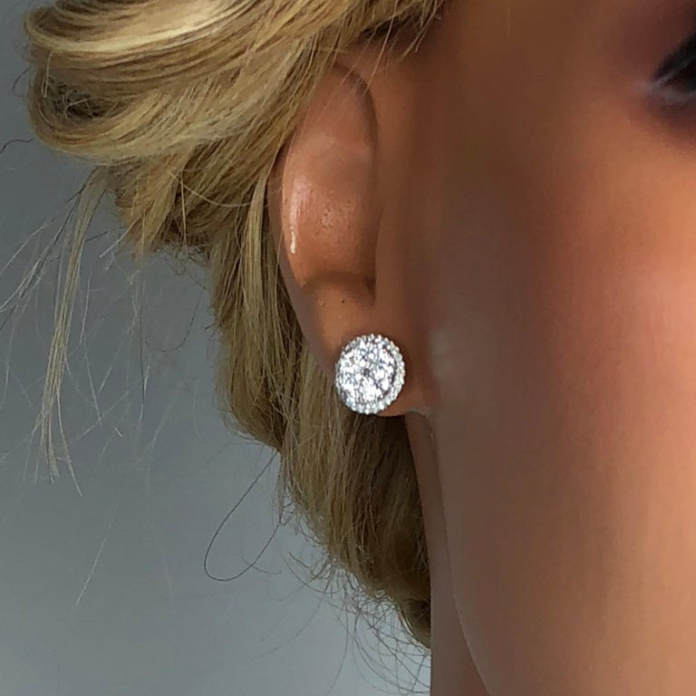 1.59 Carat Diamond Cluster Bezel Stud Earrings in 18 Karat Gold In New Condition For Sale In New York, NY