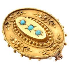15 Karat Yellow Gold and Turquoise Pin