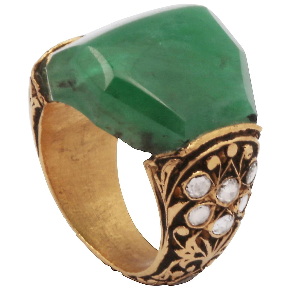 15th Century Technique Emerald and Rose Cut Diamond Ring '22kt gold'