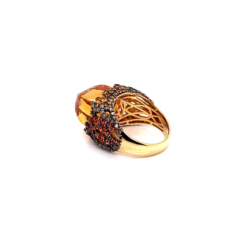 16 Carat Citrine with Sapphire and Diamond Ring in 18 Karat Yellow Gold In New Condition For Sale In Hong Kong, Kowloon