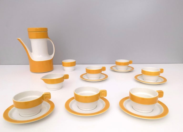 This is a 16- piece coffee / teapot set designed by Riccardo Schweizer and produced by Pagnossin Ceramica, Italy, 1970s.