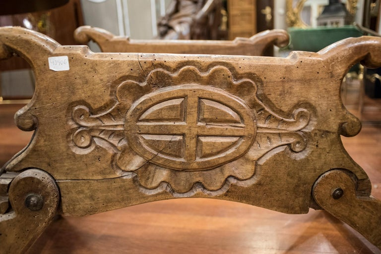 One of a kind 16th century Spanish school dromedary saddle in carve walnut and wrought iron, in a very good condition with age and use, Its very difficult to find this pieces, it was purchased in a castle in the north of Spain, in Navarra, from a