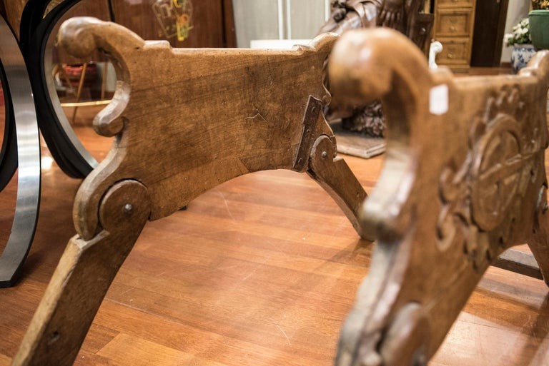 16th Century Spanish Walnut and Wrought Iron Dromedary Saddle In Good Condition For Sale In Valladolid, ES