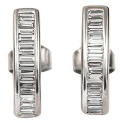Modern 18 Karat White Gold 1.60 Carat Baguette Diamond Earrings, G-H Colour, VS1