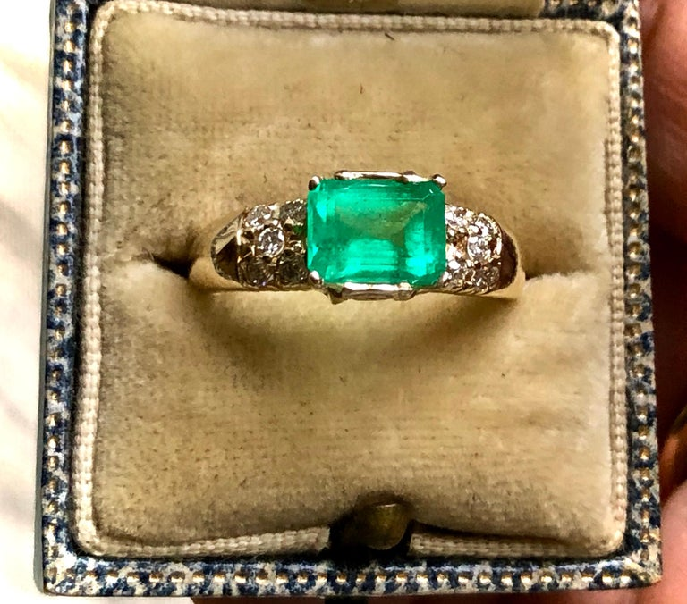 1.60 Carat Vintage Natural Emerald Ring Diamond Accents 14 Karat Yellow Gold For Sale 9