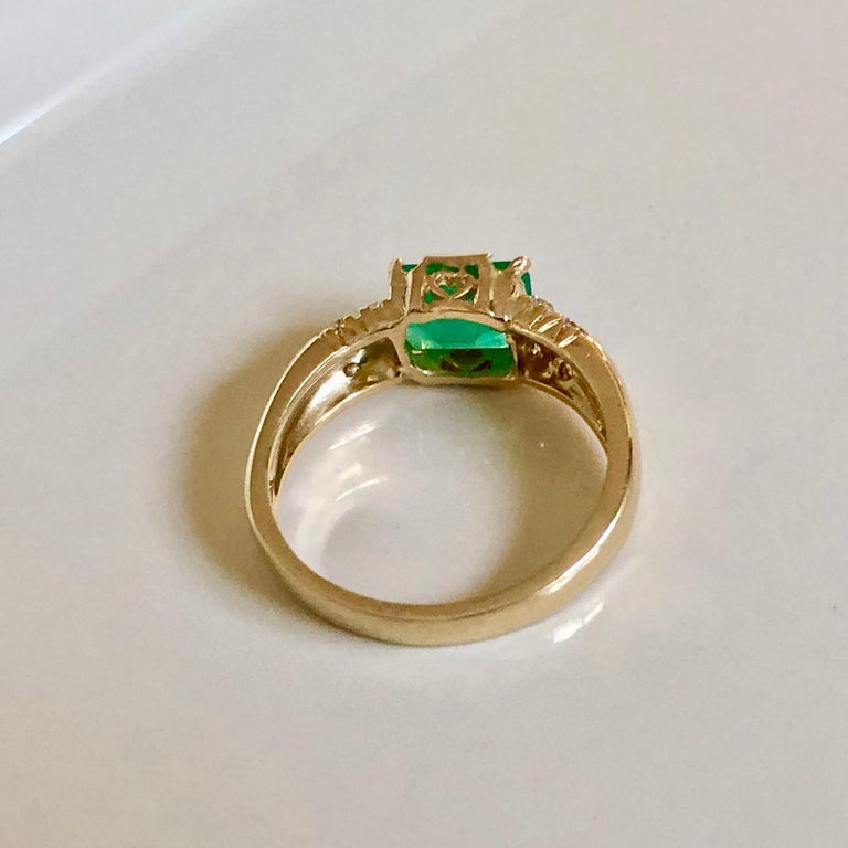 Women's or Men's 1.60 Carat Vintage Natural Emerald Ring Diamond Accents 14 Karat Yellow Gold For Sale