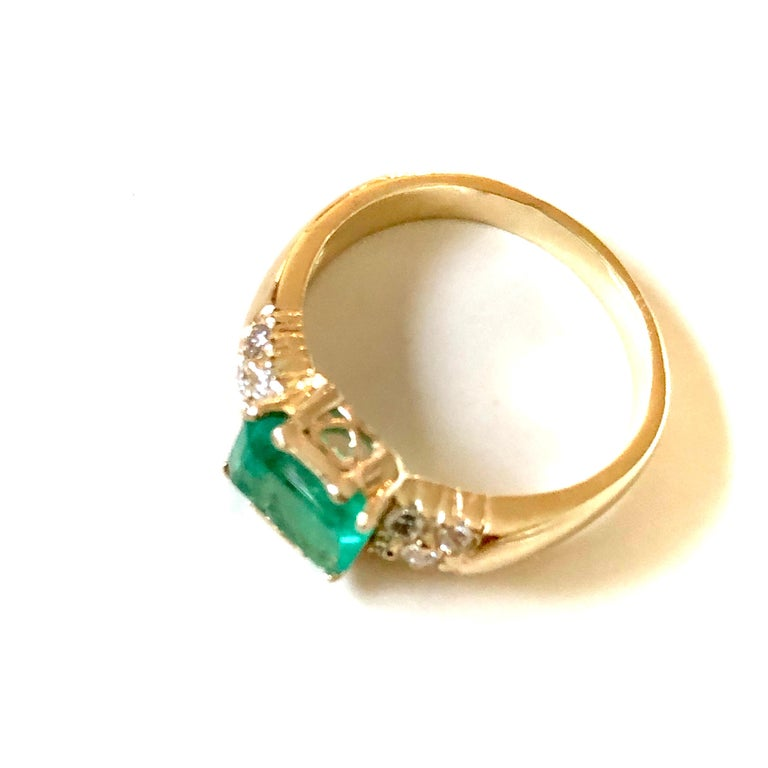 1.60 Carat Vintage Natural Emerald Ring Diamond Accents 14 Karat Yellow Gold For Sale 1