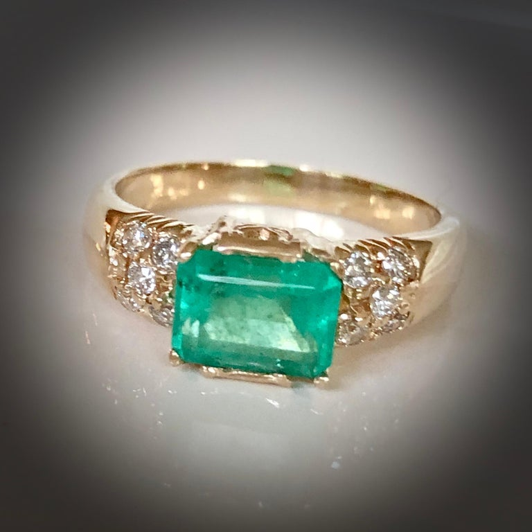1.60 Carat Vintage Natural Emerald Ring Diamond Accents 14 Karat Yellow Gold For Sale 2