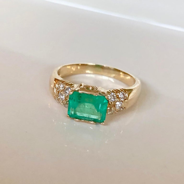 Contemporary 1.60 Carat Vintage Natural Emerald Ring Diamond Accents 14 Karat Yellow Gold For Sale