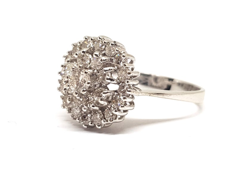 1.60 Carat White Gold Diamond Cluster Ring In New Condition For Sale In Antwerp, BE