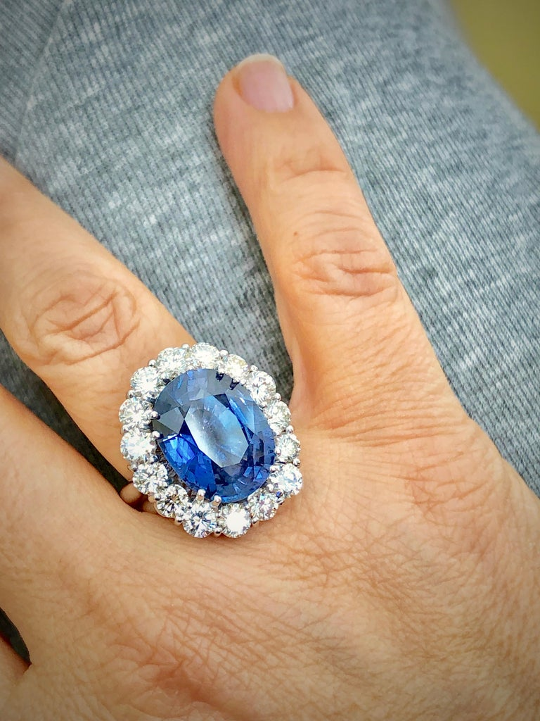 Women's GIA 16.00 Carat Certified Natural Unheated Sapphire and Diamond White Gold Ring For Sale