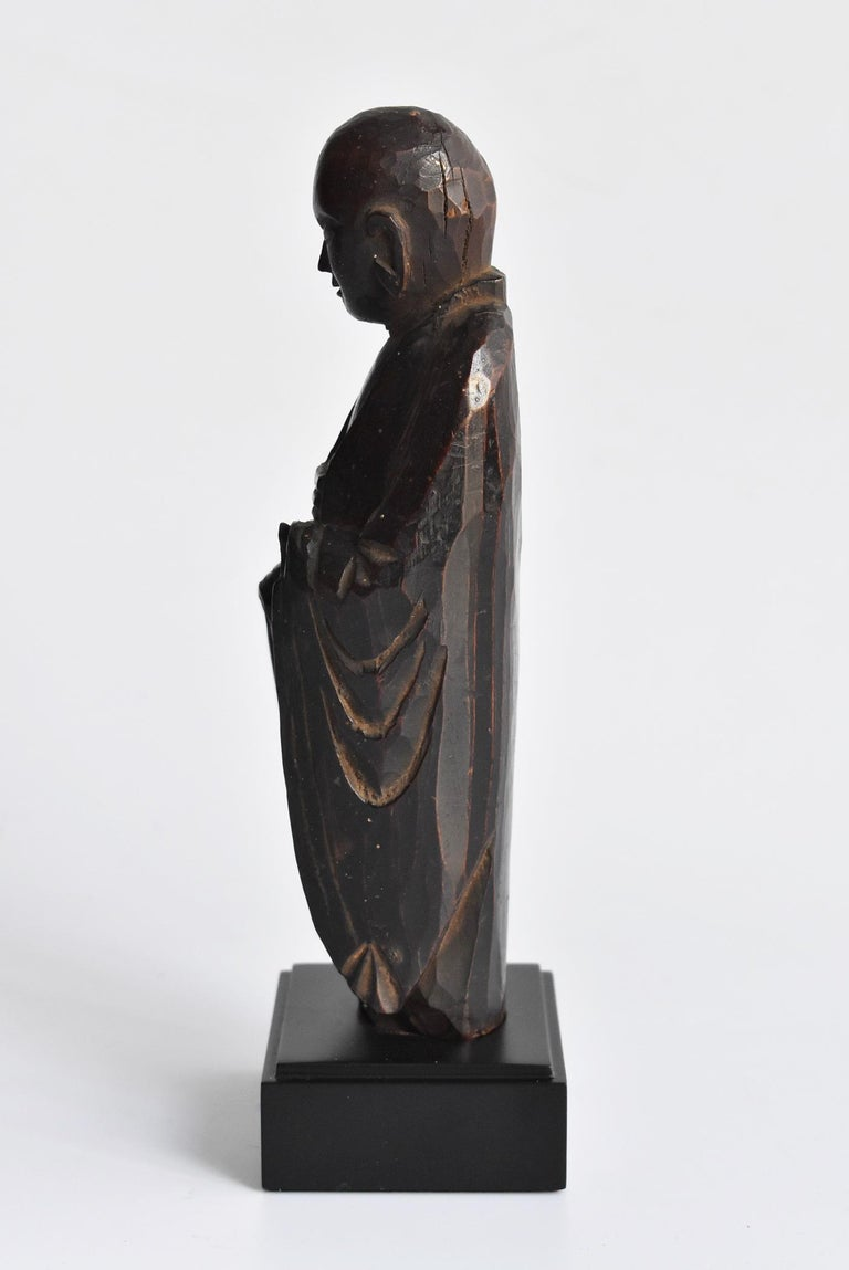 We Japanese introduce unique items with unique aesthetics, purchasing routes, and ways that no one can imitate. It is a wood carving Jizo Bodhisattva from the Edo period in Japan. It is called