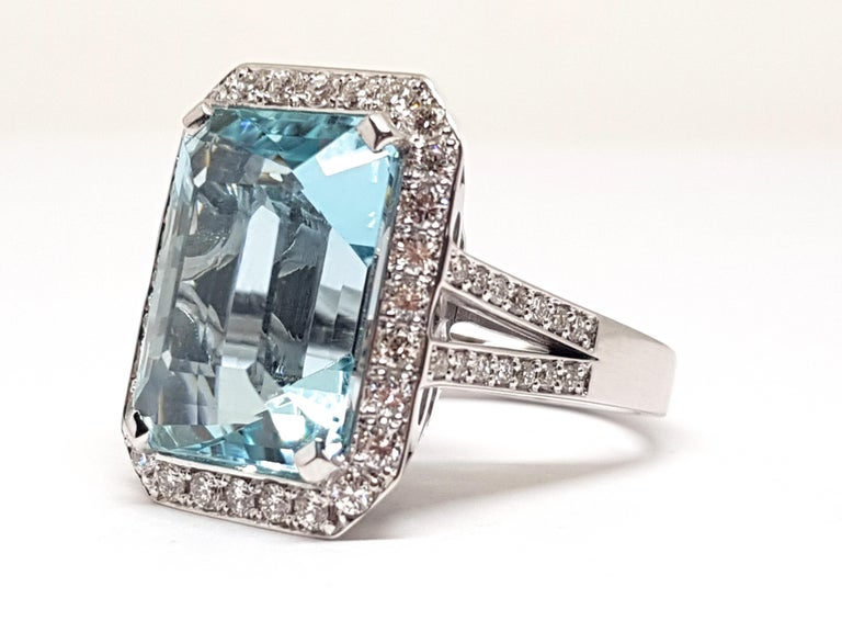 16.18 Carat 18 Karat White Gold Diamond Aquamarine Ring In New Condition For Sale In Antwerp, BE