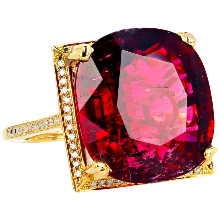 16.21 Carat Red Glittering Tourmaline and Diamond 14 Karat Yellow Gold Ring For Sale