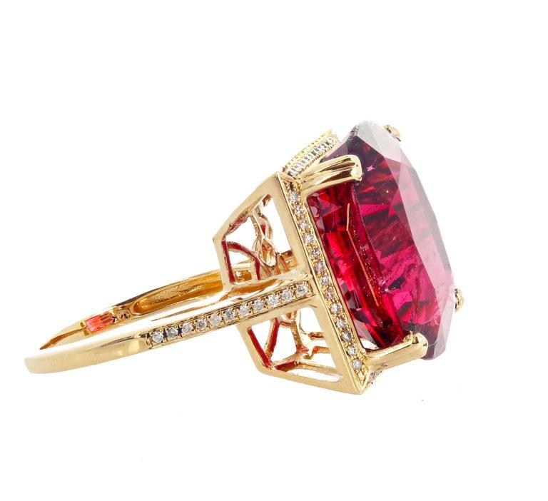 Women's or Men's 16.21 Carat Red Glittering Tourmaline and Diamond 14 Karat Yellow Gold Ring For Sale