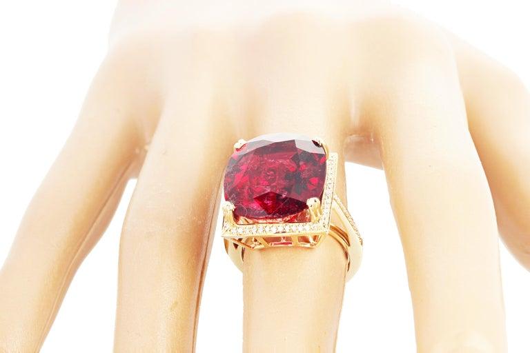 16.21 Carat Red Glittering Tourmaline and Diamond 14 Karat Yellow Gold Ring For Sale 1