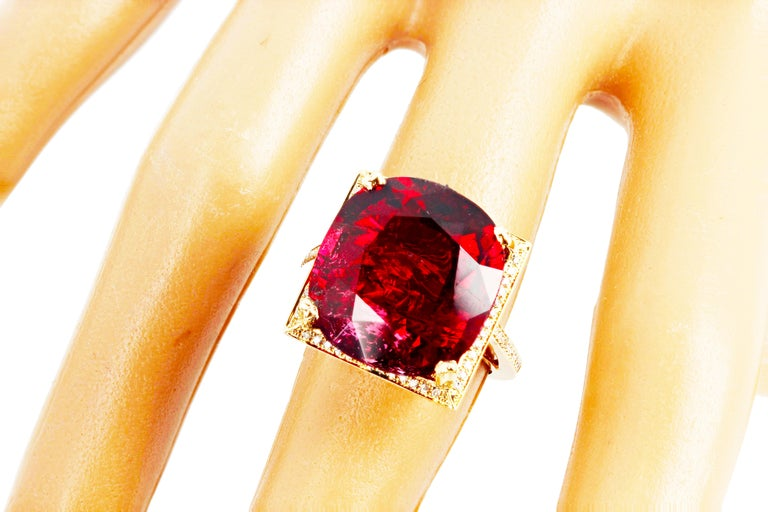 16.21 Carat Red Glittering Tourmaline and Diamond 14 Karat Yellow Gold Ring For Sale 2