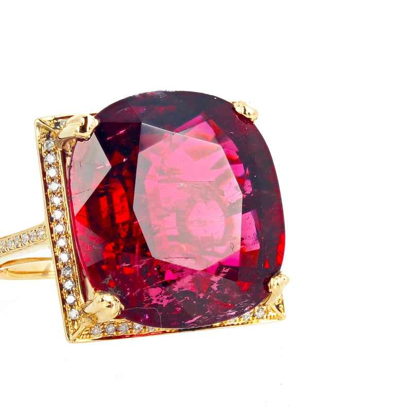 16.21 Carat Red Glittering Tourmaline and Diamond 14 Karat Yellow Gold Ring For Sale 4