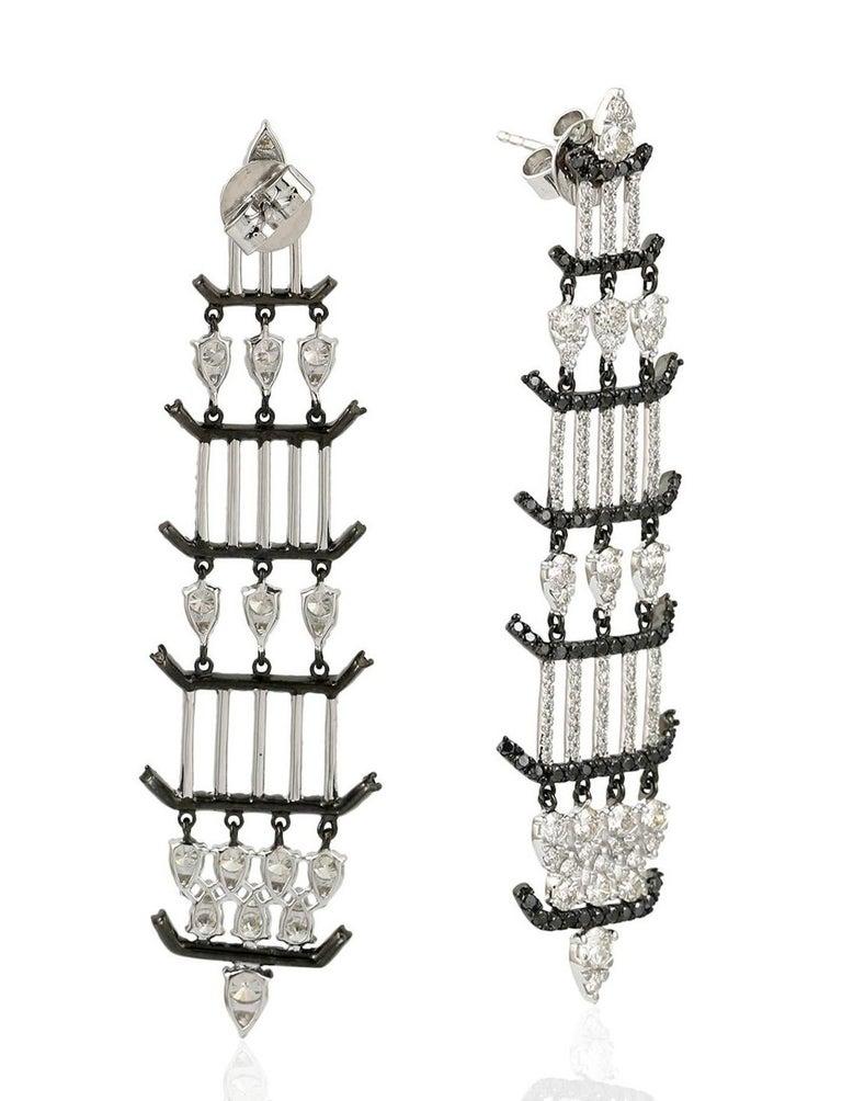 Contemporary 1.64 Carat 18 Karat Gold Diamond Chandelier Earrings For Sale
