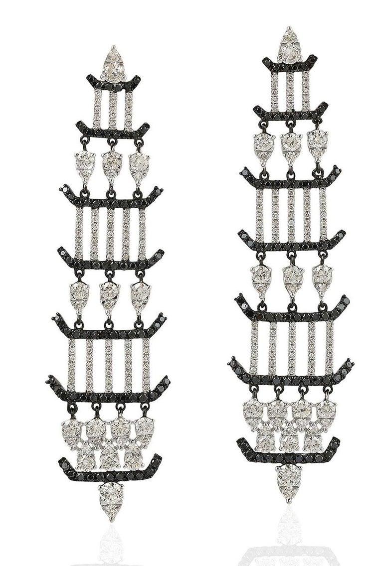 Mixed Cut 1.64 Carat 18 Karat Gold Diamond Chandelier Earrings For Sale