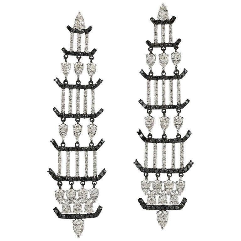 1.64 Carat 18 Karat Gold Diamond Chandelier Earrings For Sale