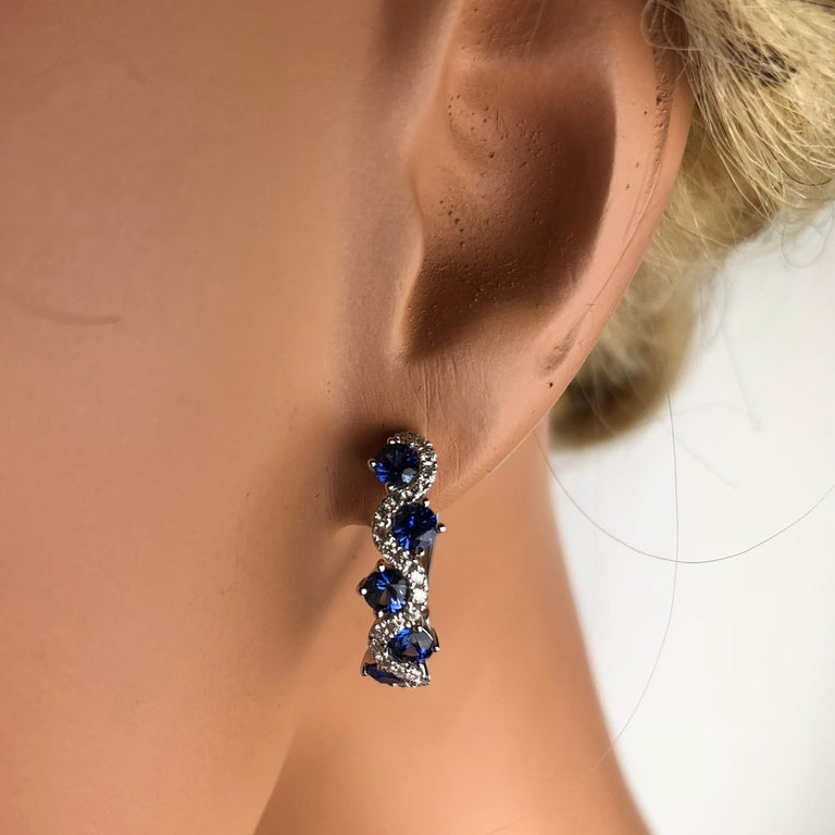 Round Cut 1.65 Carat Vivid Blue Sapphire and Diamond Lever-Back Stud Earrings in 18k Gold For Sale