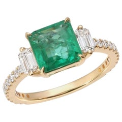 1.66 Carat Colombian Emerald and 0.60 Carat Diamonds in 14K Yellow Gold Ring