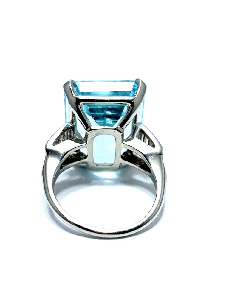 16.60 Carat Aquamarine and Emerald Cut Diamond White Gold Cocktail Ring For Sale 1