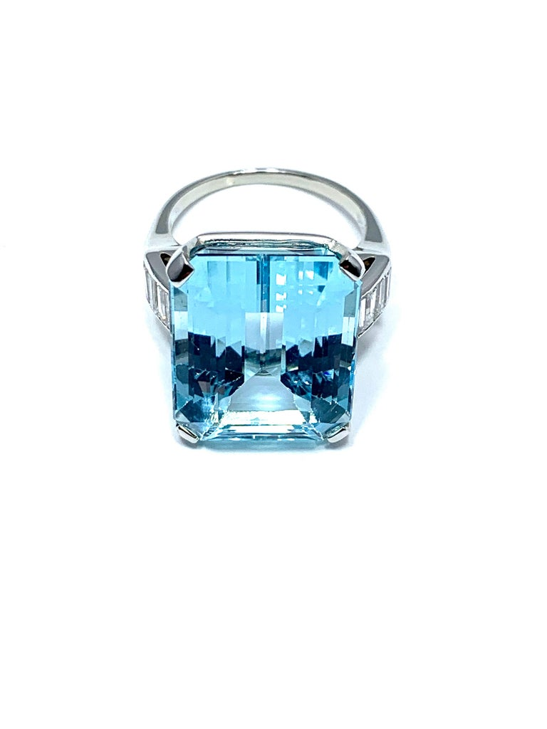 16.60 Carat Aquamarine and Emerald Cut Diamond White Gold Cocktail Ring For Sale 2