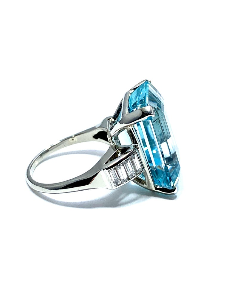 16.60 Carat Aquamarine and Emerald Cut Diamond White Gold Cocktail Ring For Sale 3