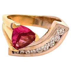 1.67 Carat Pink Spinel and Diamond Gold Ring