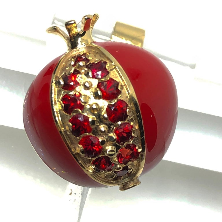 1.67 Carat Ruby Red Enamel Pomegranate Shaped Rock Crystal Back Gold Cufflinks In New Condition For Sale In Valenza, IT
