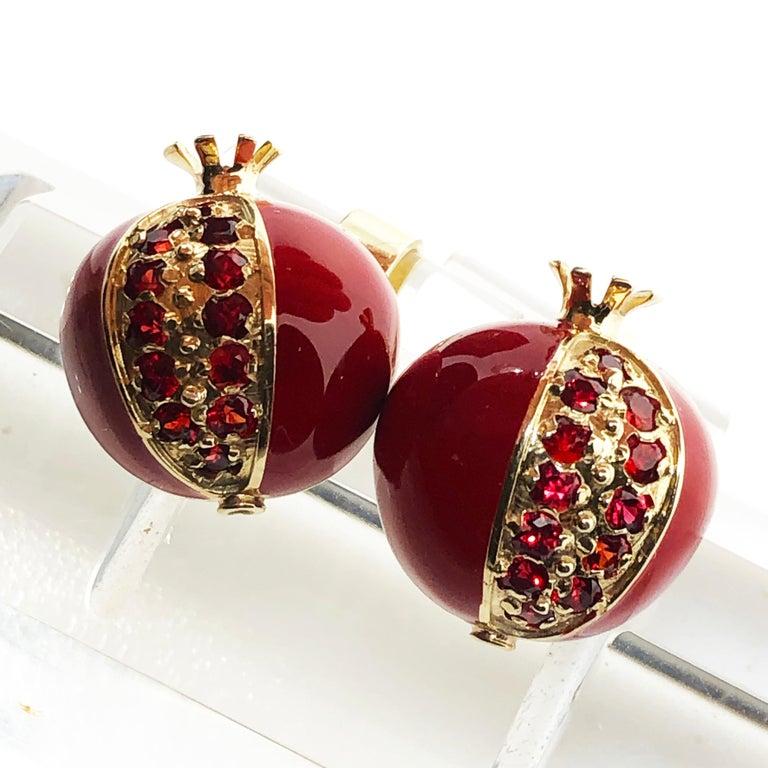 1.67 Carat Ruby Red Enamel Pomegranate Shaped Rock Crystal Back Gold Cufflinks For Sale 1