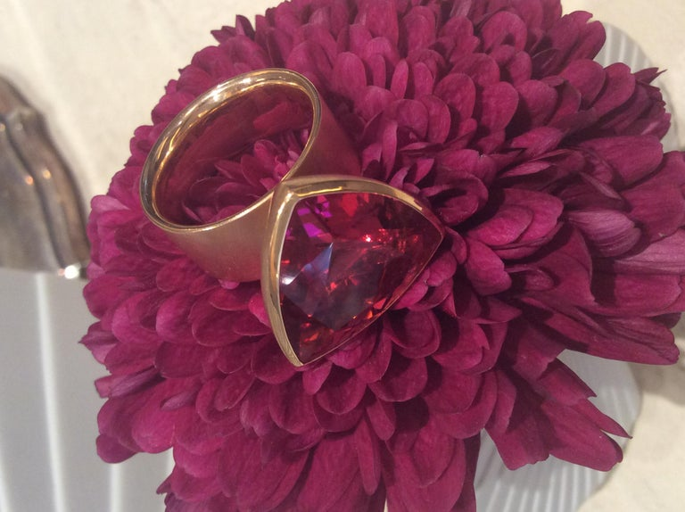16.84 Carat Rubellite Red Gold Ring by Georg Spreng For Sale 4