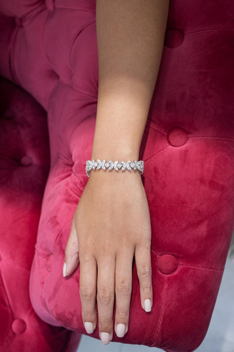 16.92 Carat Diamond Floral Motif Bracelet Necklace For Sale 2