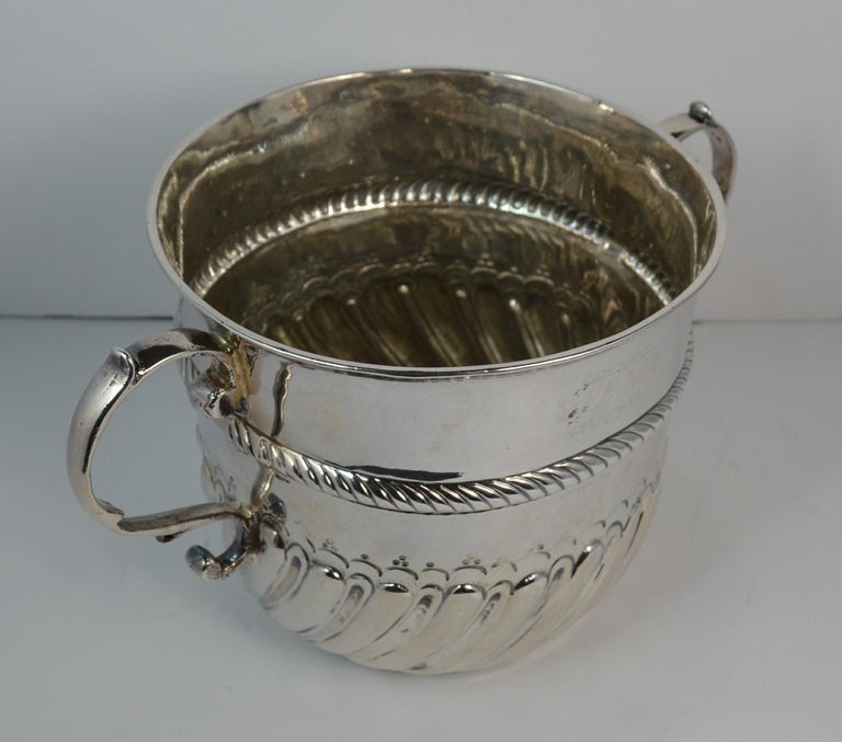 1692 William & Mary Robert Tumbrell Large Solid Silver Porringer Bowl For Sale 3