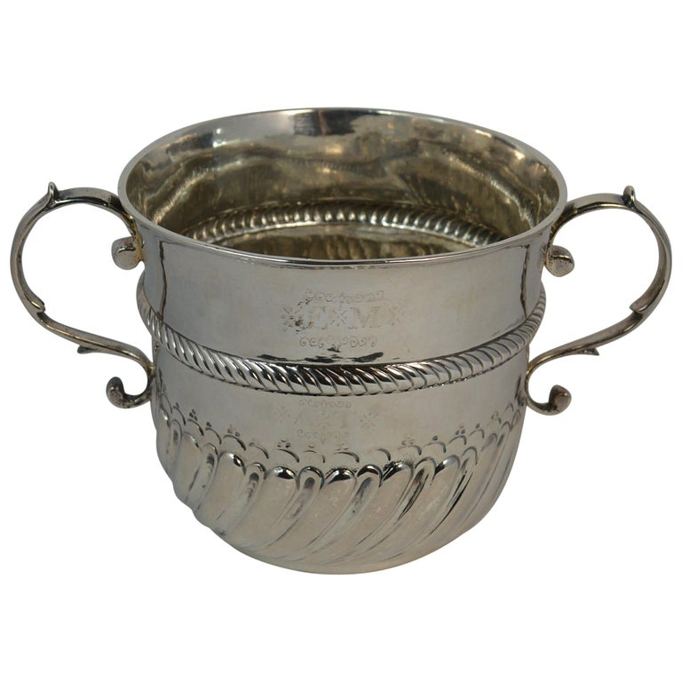 1692 William & Mary Robert Tumbrell Large Solid Silver Porringer Bowl For Sale