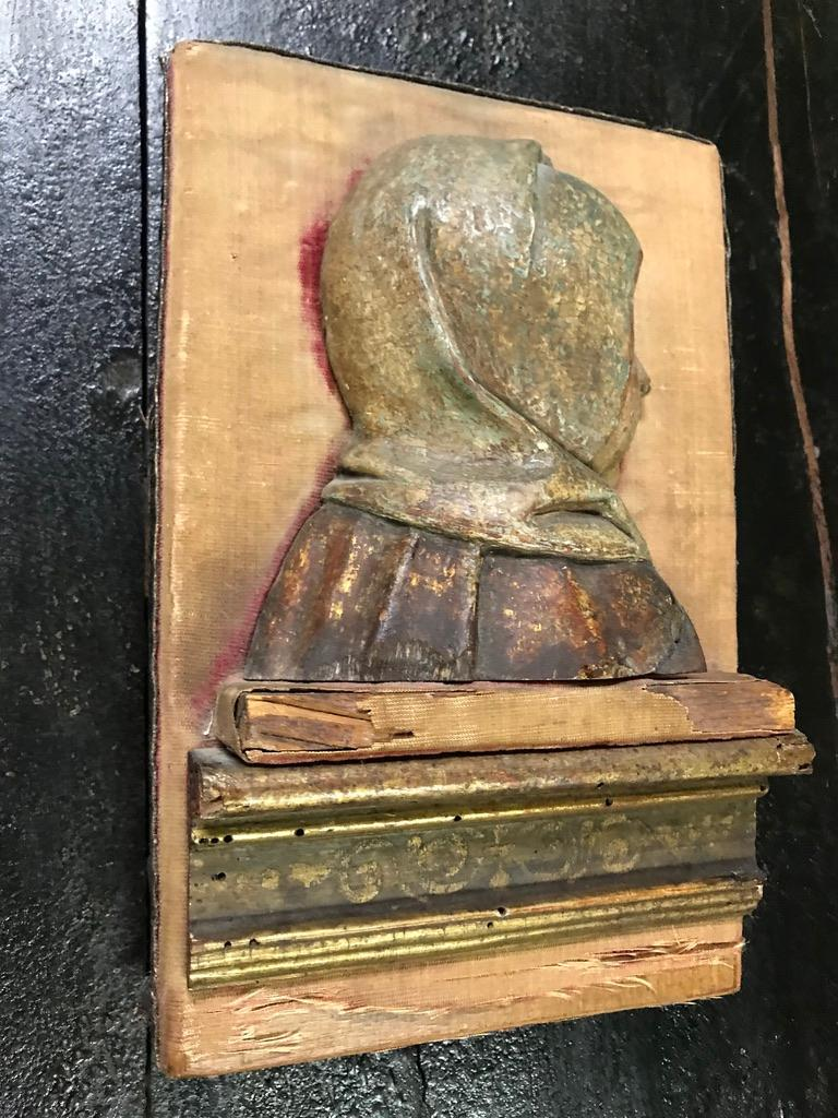16th Century Flemish Carving of the Madonna For Sale 10