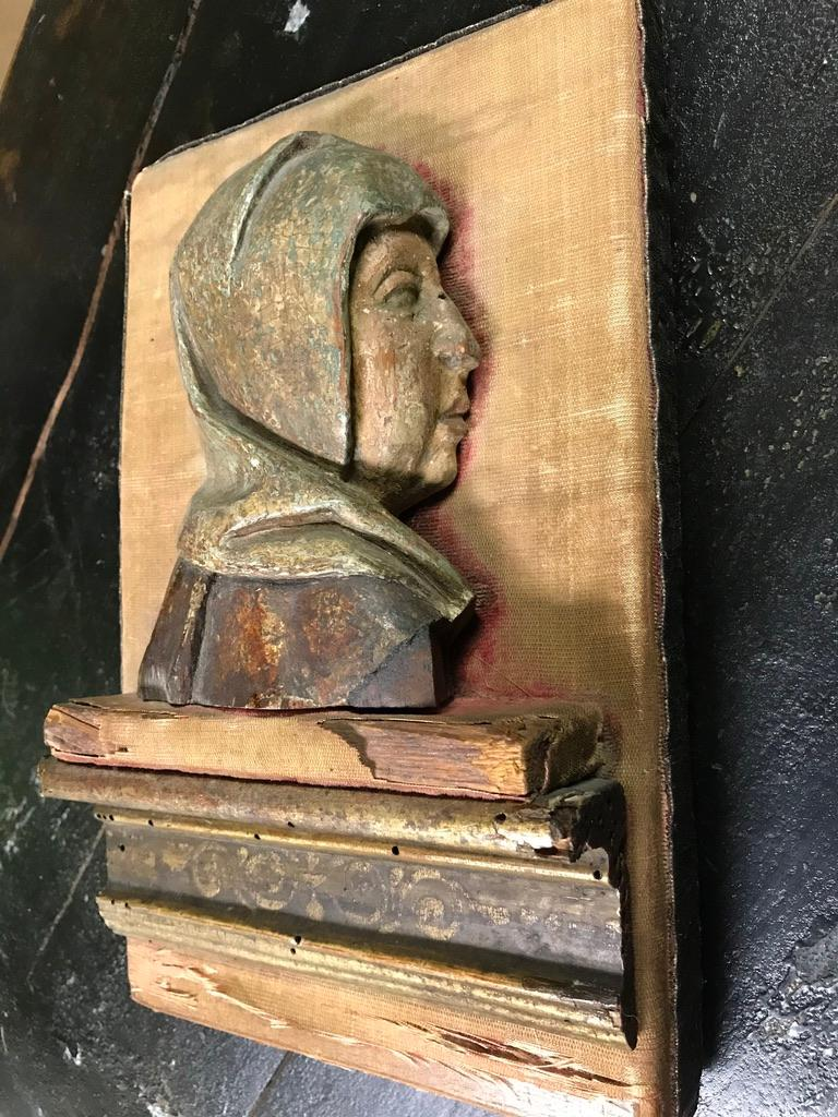 16th Century Flemish Carving of the Madonna For Sale 11