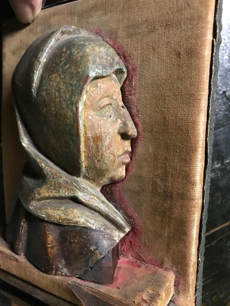 16th Century Flemish Carving of the Madonna In Good Condition For Sale In Stamford, CT