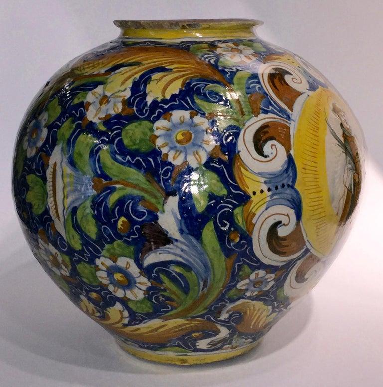 16th Century Renaissance Italian Maiolica Vase Venice, circa 1570  In Fair Condition For Sale In Milano, IT