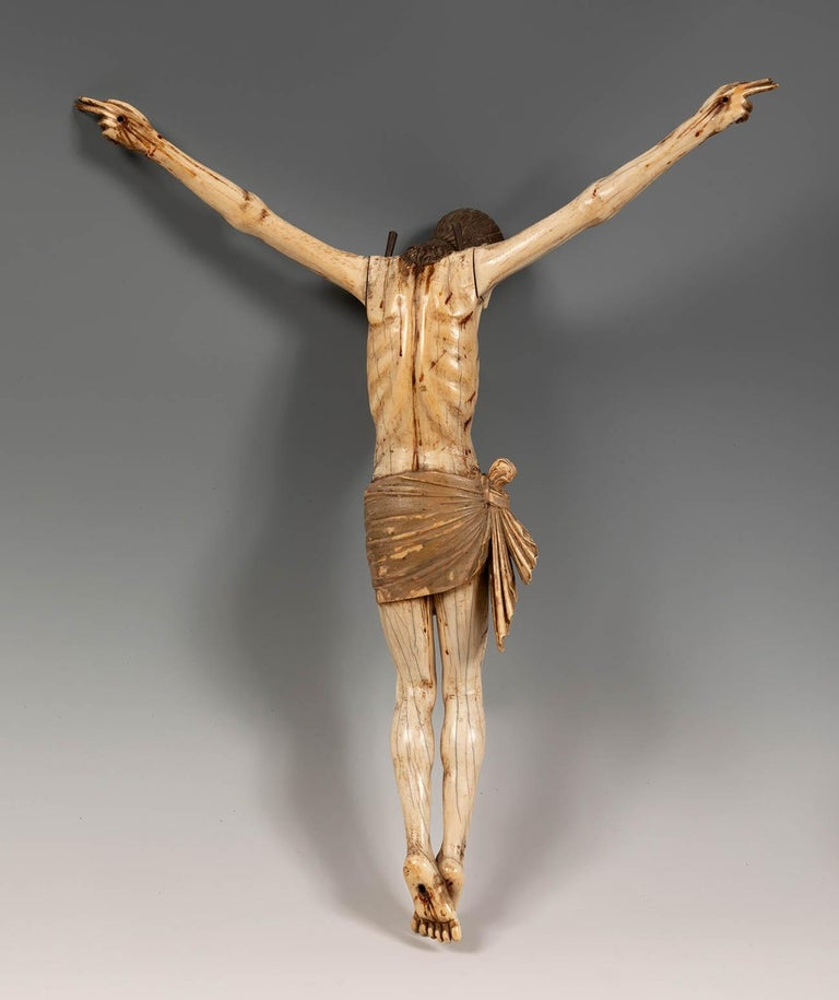 16th Century Sinhalese-Portuguese Polychrome Ivory Crucifix For Sale 1