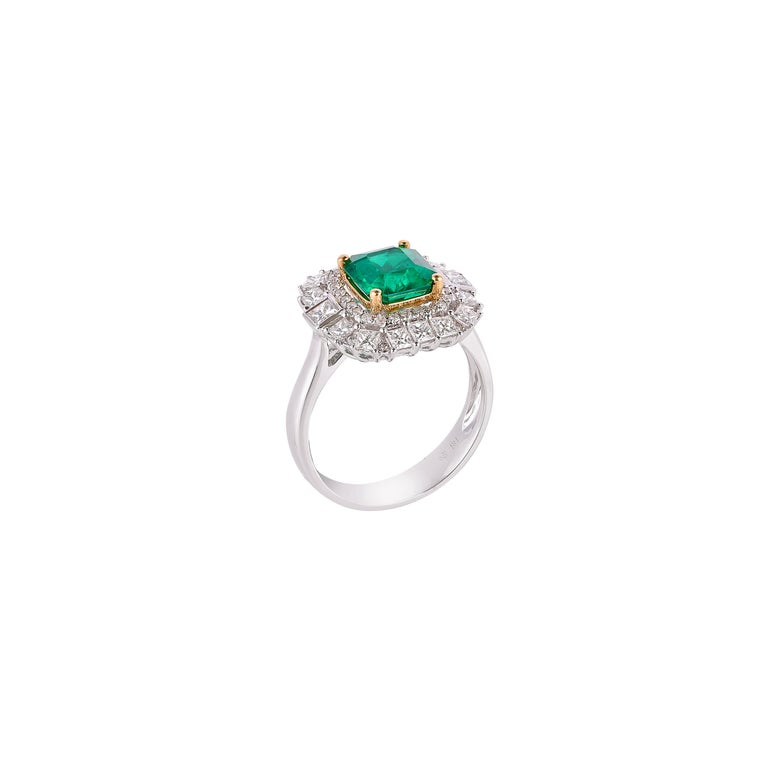 Art Deco 1.7 Carat Colombian Emerald and White Diamond Ring in 18 Karat White Gold For Sale