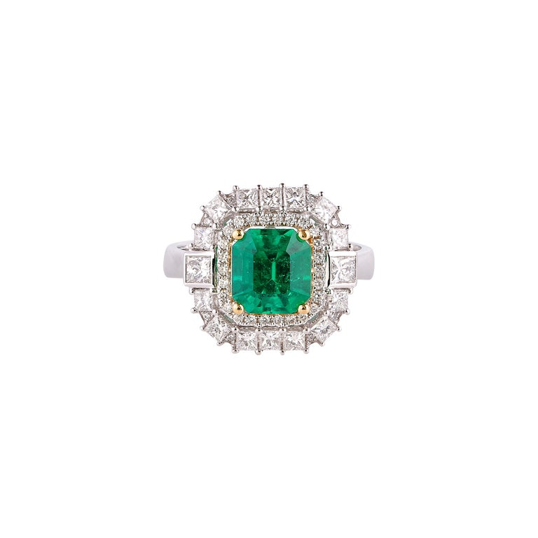 Women's 1.7 Carat Colombian Emerald and White Diamond Ring in 18 Karat White Gold For Sale