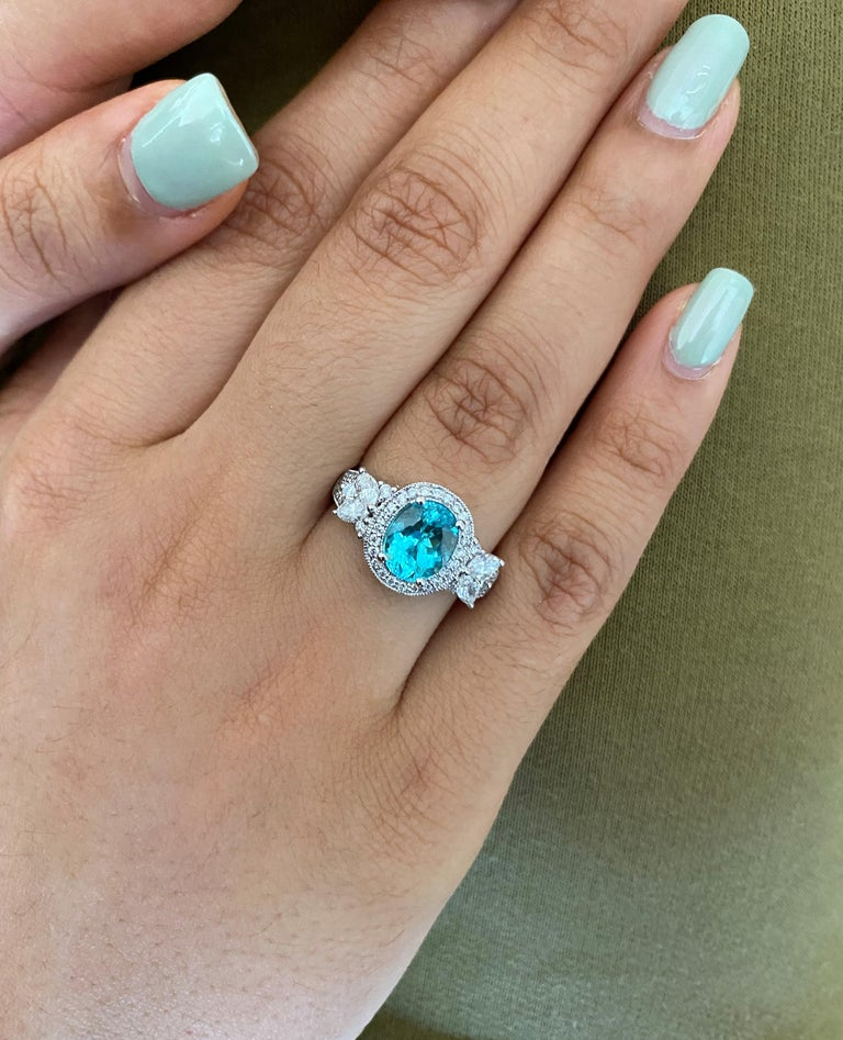 Contemporary 1.7 Carat Paraiba and White Diamond Ring in 18 Karat White Gold For Sale
