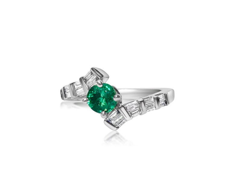 Art Deco 1.70 Carat Colombian Emerald Diamond Cocktail Engagement Ring For Sale