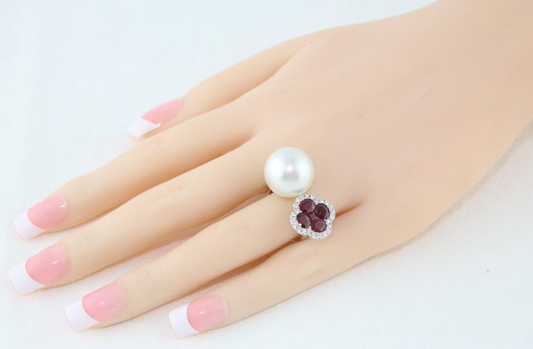 Round Cut 1.70 Carat Ruby and South Sea Pearl Between The Finger Diamond Gold Ring For Sale
