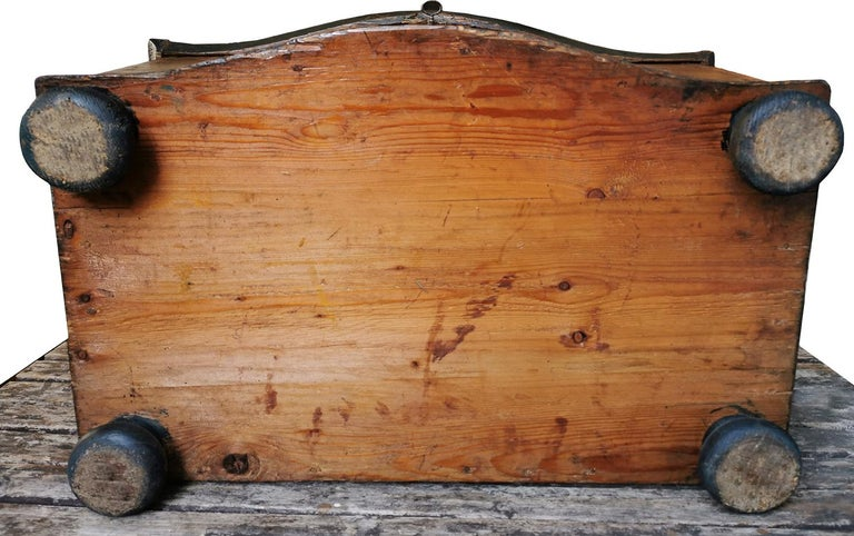1700 Shaped Blanket Chest, North Italy 4
