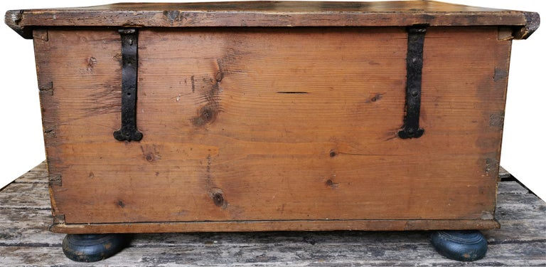 1700 Shaped Blanket Chest, North Italy 5