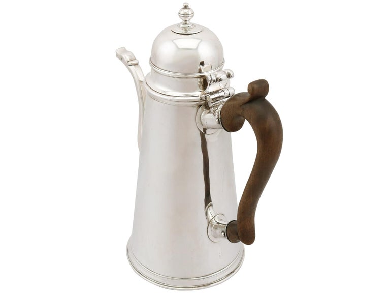 1705 Antique Britannia Standard Silver Chocolate Pot In Excellent Condition For Sale In Jesmond, Newcastle Upon Tyne